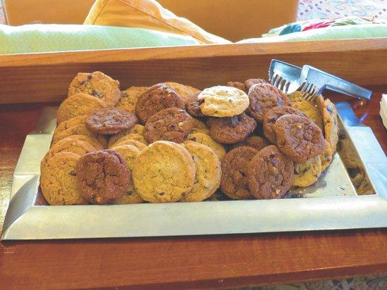 Hilton Garden Inn Carlsbad Beach: Complimentary cookies.