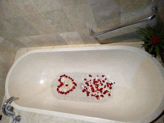 Karma Royal Jimbaran : Decoration for Honeymooners