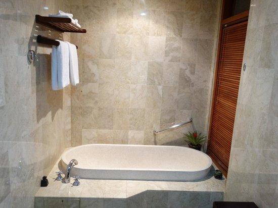Royal Jimbaran: Royal Bali Beach Club: Bathroom