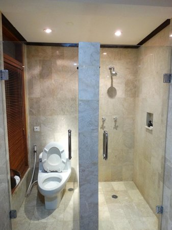 Karma Royal Jimbaran : Bathroom