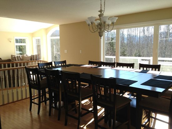 The Kitimat Guesthouse : giant dining room