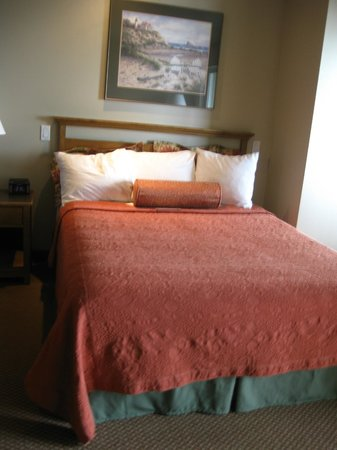 Overleaf Lodge & Spa: Pretty beds in a pretty room