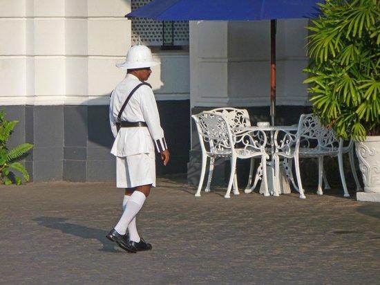 Mount Lavinia Hotel: Doorman in uniform