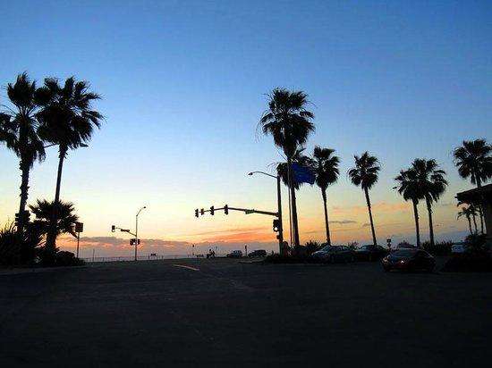 Hilton Garden Inn Carlsbad Beach: View of the sunset from hotel parking lot.