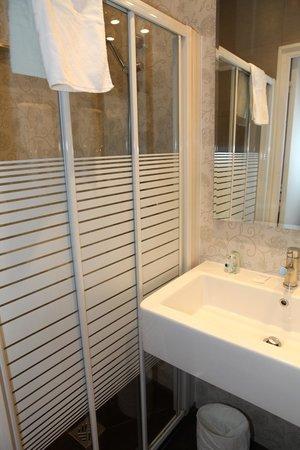 Montpensier: douche/salle de bain