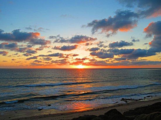 Hilton Garden Inn Carlsbad Beach: Sunset from the bluff across the street from the hotel.