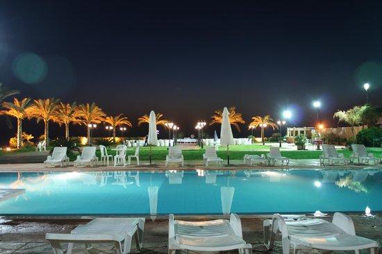Aquarium Hotel & Resort: swimming pool
