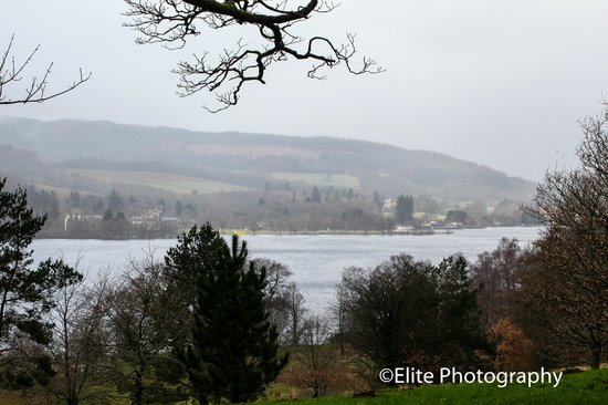 Lochside Guest House : Looking out across Loch lomond from Balloch Country Park