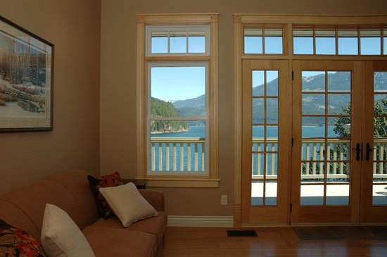 Kaslo Hotel: Stunning view from a top floor suite