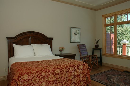 Kaslo Hotel: Plush beds and fine furnishings