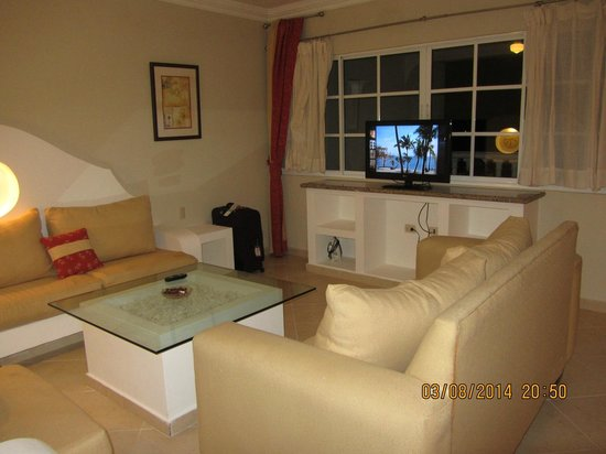 The Residence Suites at Lifestyle Holidays Vacation Resort: living room