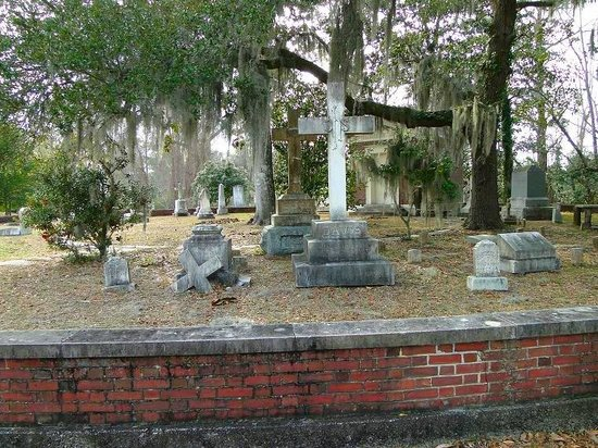 typical headstones - Picture of Wilmington Oakdale Cemetery