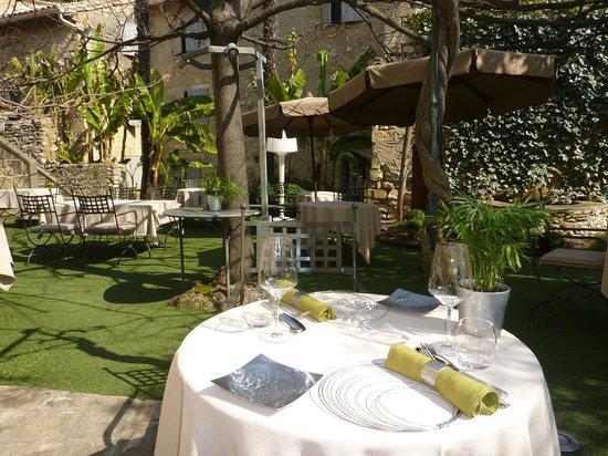 Hostellerie Le Castellas : garden