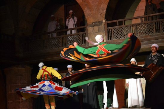 Al-Tannoura Egyptian Heritage Dance Troupe : Great dancers