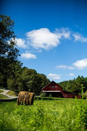 Greenville, WV: Creekside Resort Red Barn