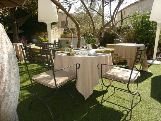 Hostellerie Le Castellas : terrace garden