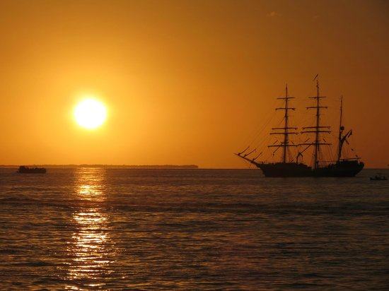 Sunset at the Mallory Square waterfront. A tradition!