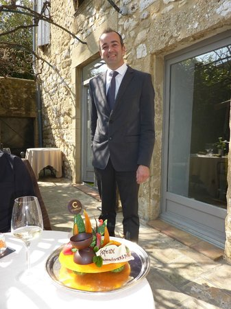 Hostellerie Le Castellas : waiter/maître d'hôte