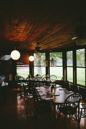 Greenville, Virginie-Occidentale : The Farmhouse Dining Porch at Creekside Resort