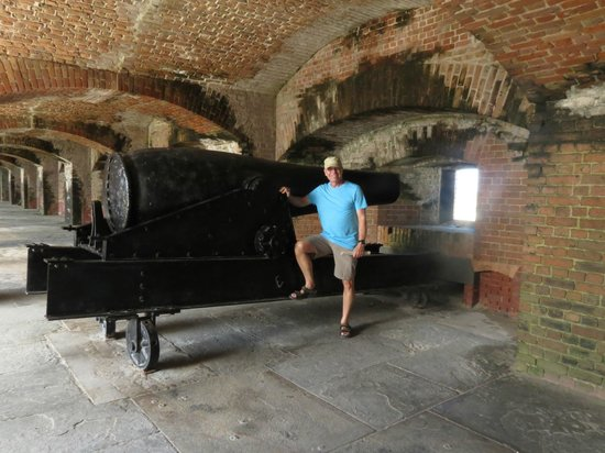 Fort Zachary Taylor Historic State Park : One of the big guns.