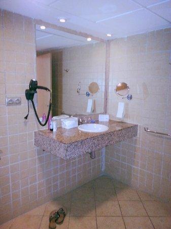Sol Lanzarote All Inclusive : bathroom