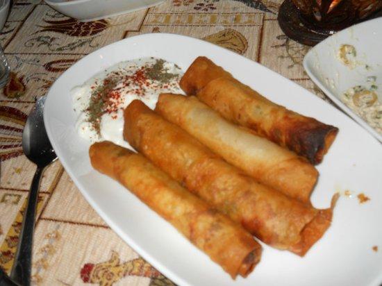 Topdeck Cave Restaurant: sigara boureki