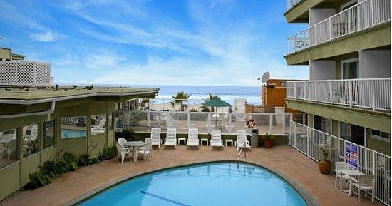Surfer Beach Hotel Resmi