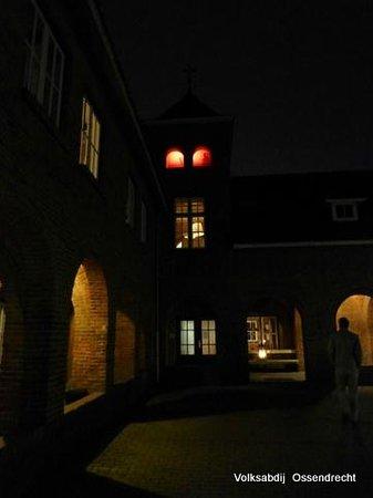 De Volksabdij : Little creepy light effects at night