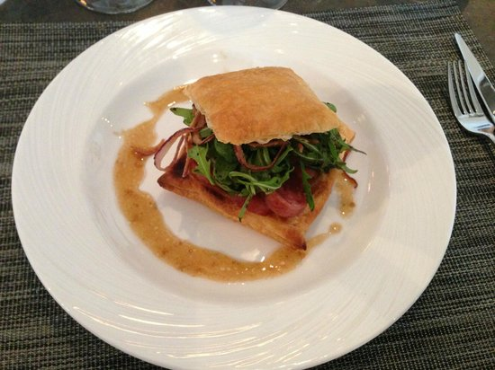 Restaurant Revola : Feuilleté de diot