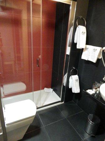 Hotel Alif Avenidas : Salle de bain