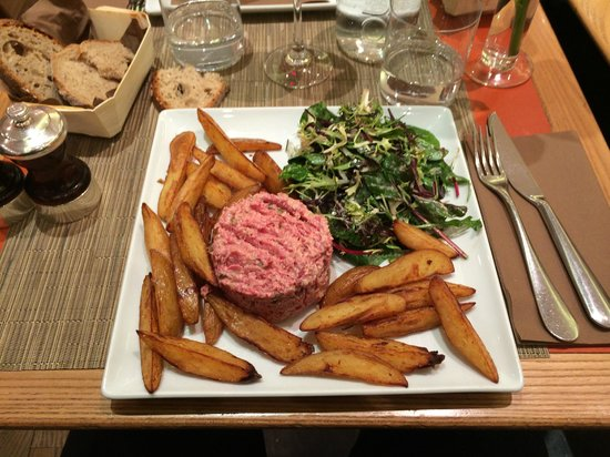 Bread and Roses : A GREAT steak Tartare at the Bread & Roses, Paris