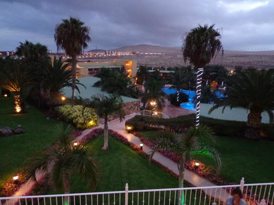 Club Drago Park Hotel: Aftenstemning ved poolen