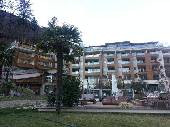 Quellenhof Sport & Wellness Resort: Geheizter Aussenpool im Vital-Bereich