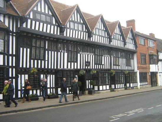 Macdonald Alveston Manor Hotel : Old buildings in the main town centre