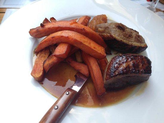 La Serrurerie: magret de canard, Chutney d'ananas et jus acidulé,  frites de patates douces