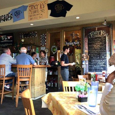 Joey K's Restaurant & Bar: Inside