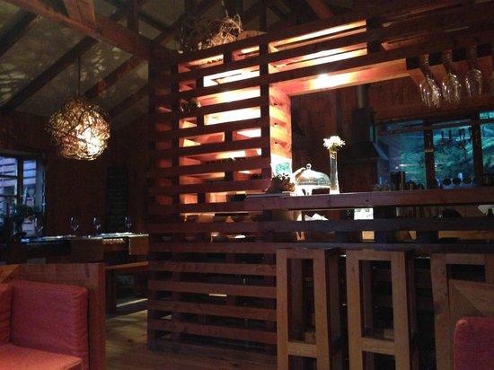 Entre Hielos Lodge: comedor bar
