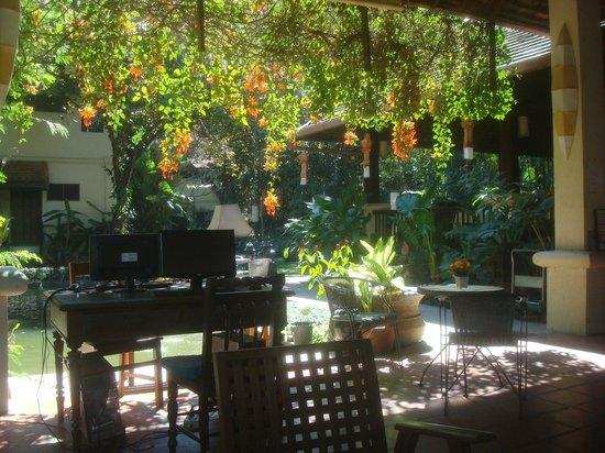 Lanna Dusita Boutique Resort by Andacura: reception area