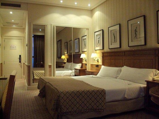 Melia Recoletos Hotel: Habitación doble estándar.