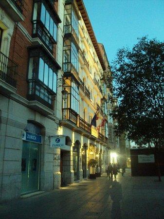 Melia Recoletos Hotel: Fachada del hotel.