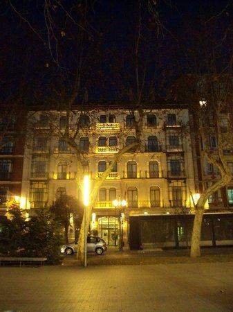 Melia Recoletos Hotel: Vsita exterior del hotel.