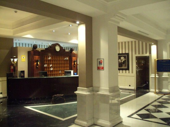 Melia Recoletos Hotel: Recepción.