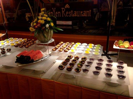 Andaman Cannacia Resort: ужин