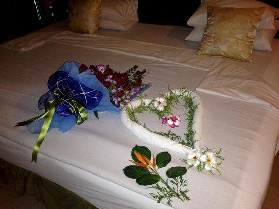Andaman Cannacia Resort: День Рождения. Букет подарил молодой человек