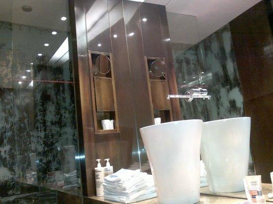 STRAFhotel | a Member of Design Hotels™: banheiro diferente