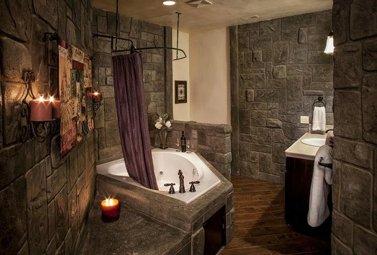 Syrah suite bathroom picture of wilson creek manor for Above and beyond salon temecula ca