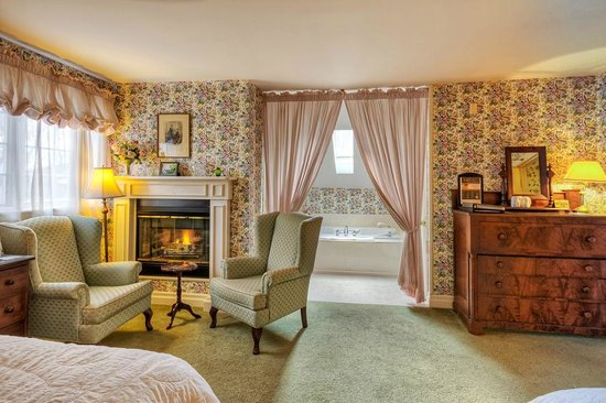 Waring House: Superior Room