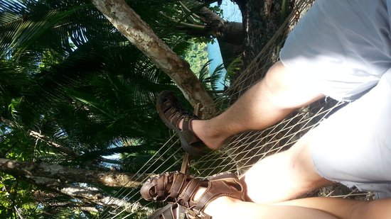 Playa Nicuesa Rainforest Lodge : Relaxation in a hammock by the sea.