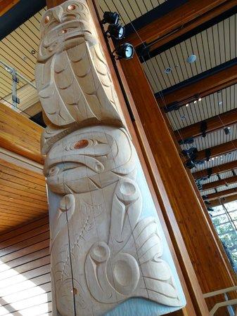 Squamish Lil'wat Cultural Centre: Modern totem