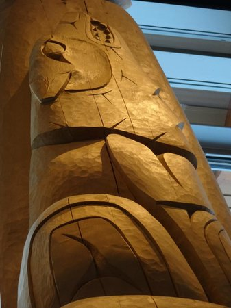 Squamish Lil'wat Cultural Centre: wolf sculpture on a totem